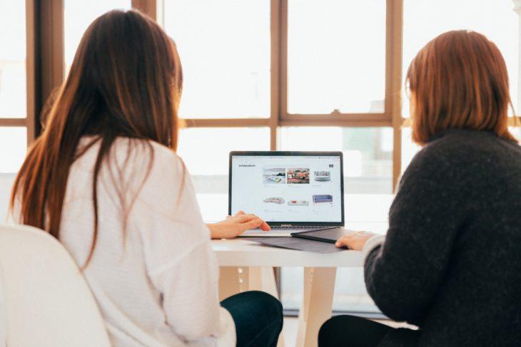El mal ambiente laboral generado por compañeros puede causar mayor estrés
