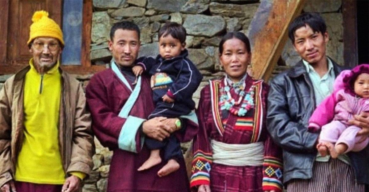 Nepalí está casada con tres hombres