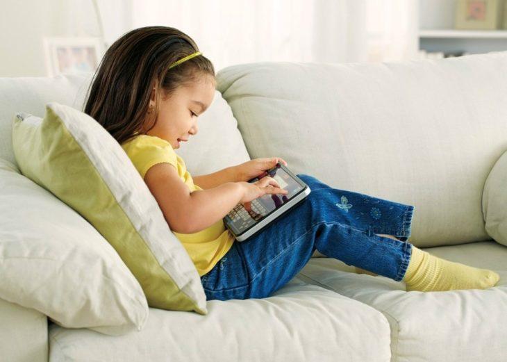 La OMS señala que los niños no deben estar expuestos por largos periodos al celular