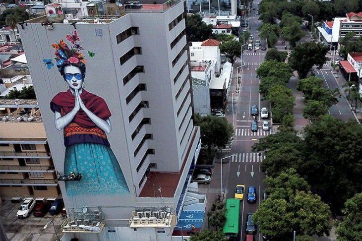 Mural de Frida Kahlo hecho por Fin Dac en Guadalajara