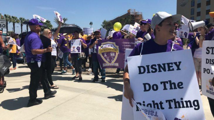 protestas de empleados del Disney Hotel en 2018