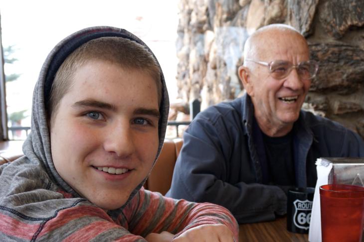 Abuelo defiende a su nieto