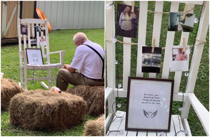 Abuelo sentado solo sobre una alpaca comiendo frente a un memorial