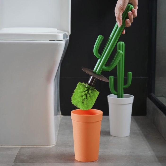 Cepillo para el baño en forma de cactus