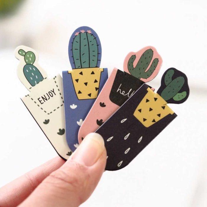 Separador de libros en forma de cactus