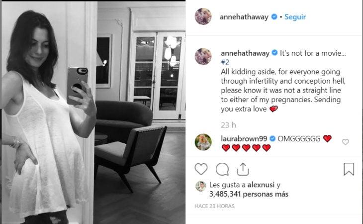 Anne Hathaway anunciando su embarazo en su cuenta de Instagram