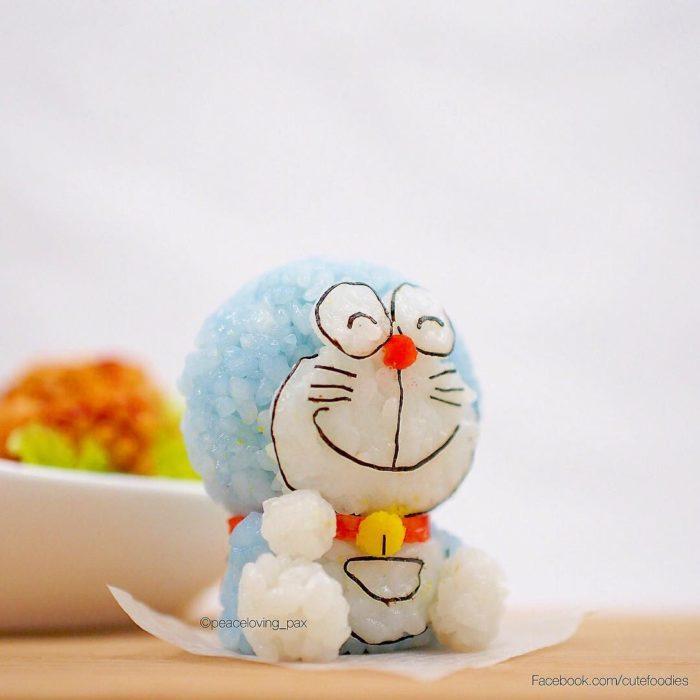 Figura de arroz creado por Pax pacífico inspirada en Doraemon
