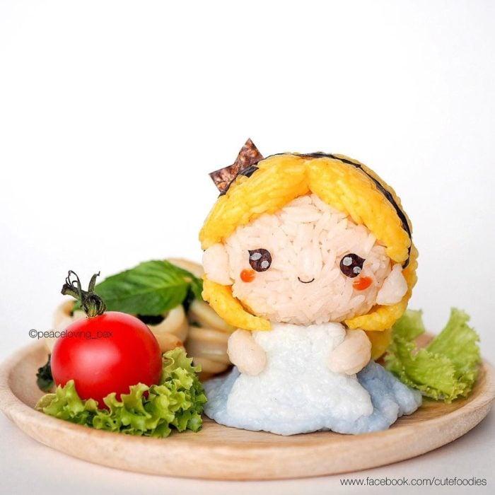 Figura de arroz creado por Pax pacífico inspirada en Alicia en el país de las maravillas