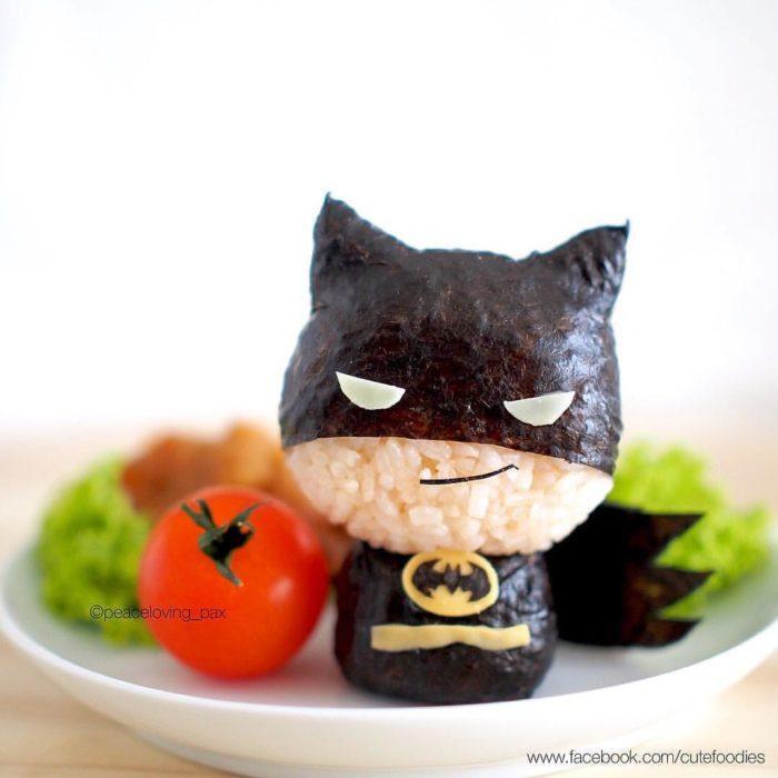 Figura de arroz creado por Pax pacífico inspirada en Batman