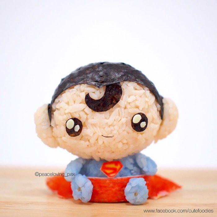 Figura de arroz creado por Pax pacífico inspirada en Superman