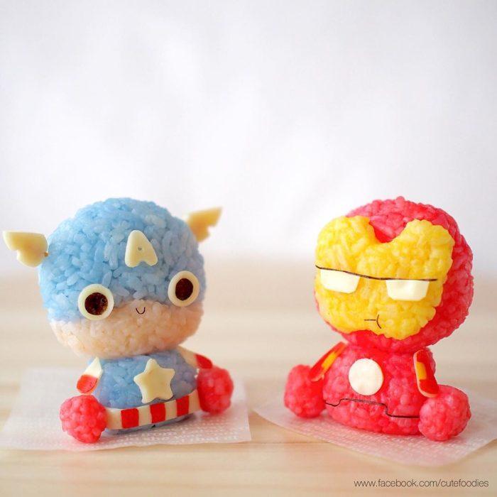 Figura de arroz creado por Pax pacífico inspirada en Iron Man y Superman