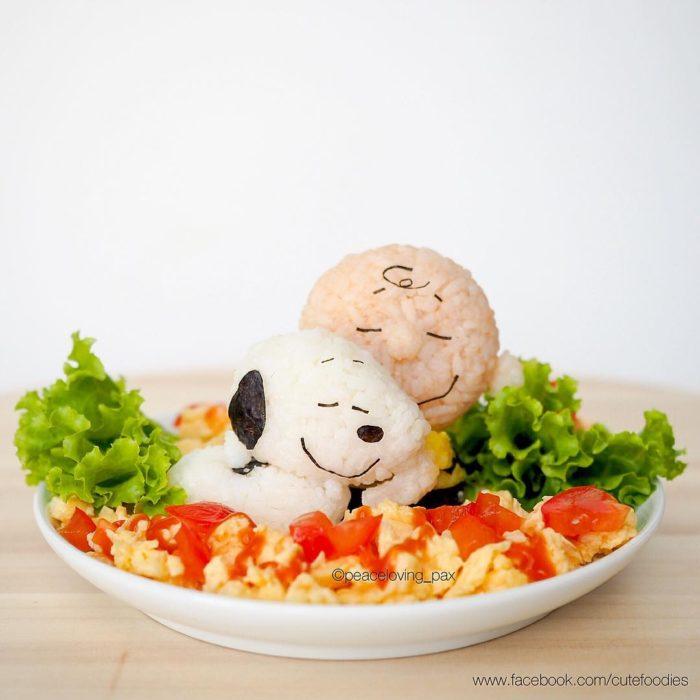 Figura de arroz creado por Pax pacífico inspirada en Snoopy y Charlie Brown