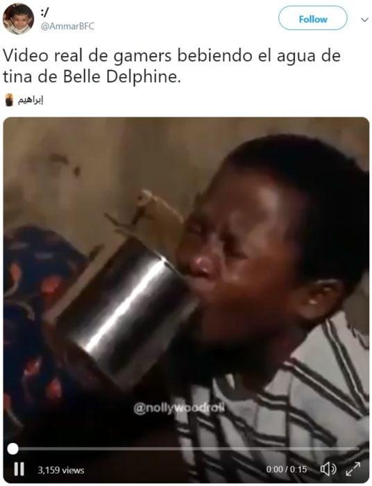 Cosplayer Belle Delphine vende el agua de su bañera y los compradores la están bebiendo