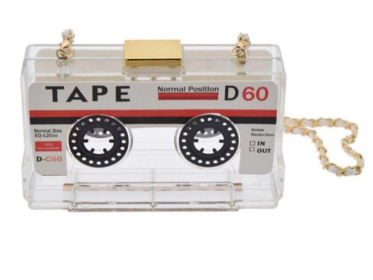 Bolso con transparencias y en forma de cinta de disco
