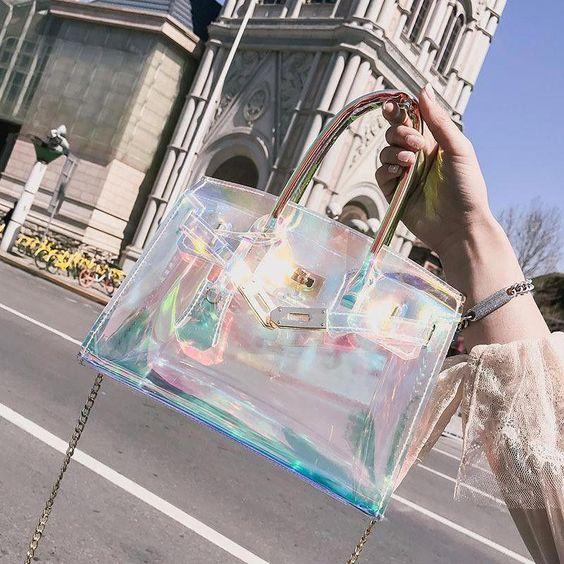 Bolso transparente con toques tornasol