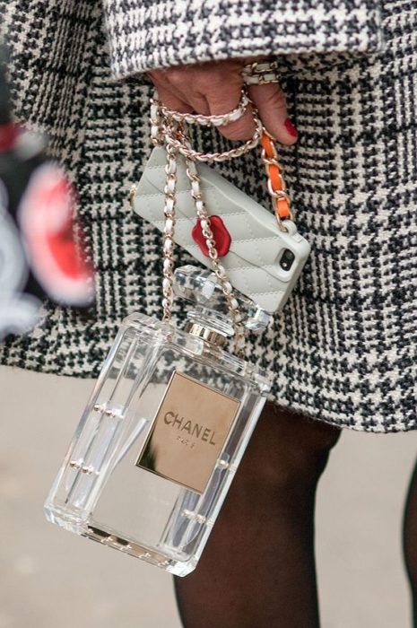 Bolso en forma de frasco de perfume transparente