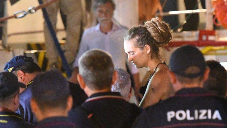 momento en el que detuvieron a Carola Rackete en Lampedusa