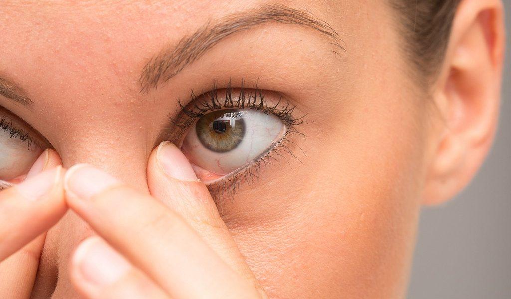 Rascarse los ojos provocaría enfermedades y córnea deforme