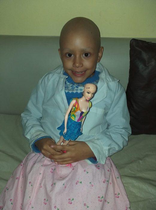 Niña publica su proceso contra el cáncer en redes sociales