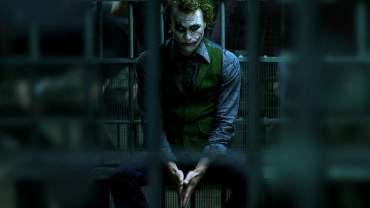 Datos sobre películas; Batman: el caballero de la noche; el guasón sentado en prisión