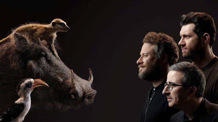 Actores posan junto a sus personajes de el Rey León; John Oliver, Seth Rogen y Billy Eichner como Tomón, Pumba y Zazu