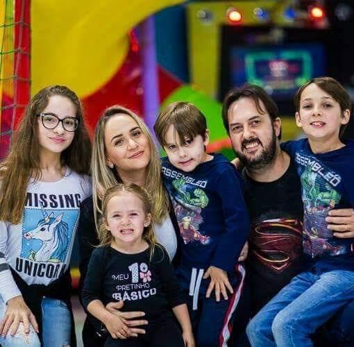 La familia de Rafael Mayer el niño brasileño autista que habla nueve idiomas