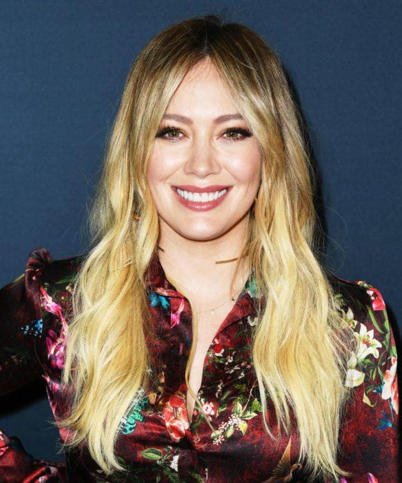 Hilary Duff es acusada por sus fans de abuso físico a su hija por perforarle las orejas