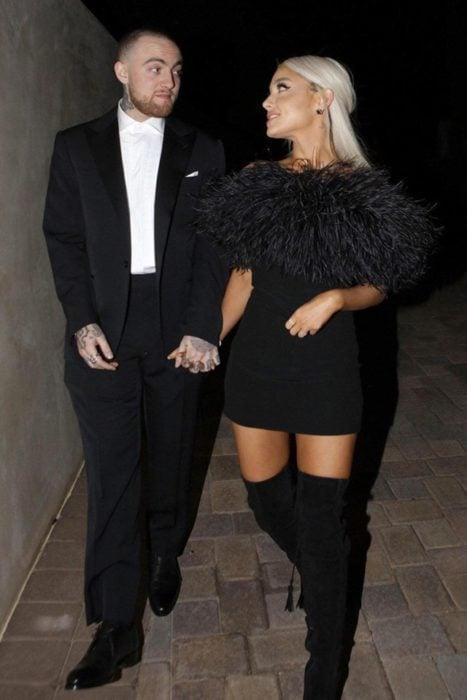 Ariana Grande y Mac Miller durante la fiesta de Madonna luego de los premios Óscar