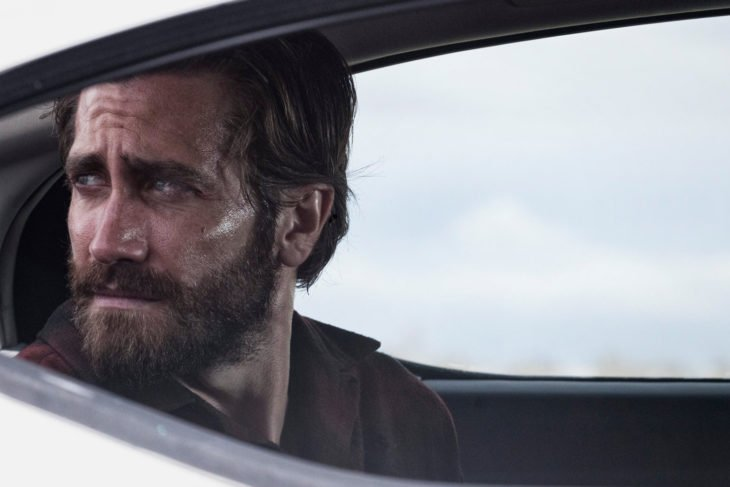 Actor Jake Gyllenhaal con cabello largo y barba en Nocturnal animals del 2016