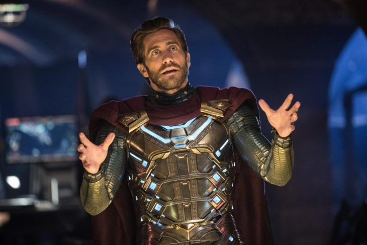 Actor Jake Gyllenhaal con armadura interpreta a Mysterio de Marvel en Spiderman: lejos de casa