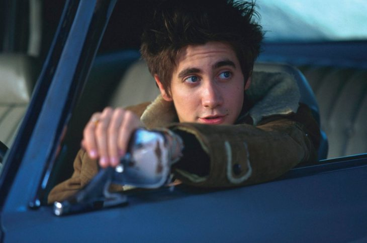 Actor Jake Gyllenhaal de joven conduciendo un carro en Highway en 2002