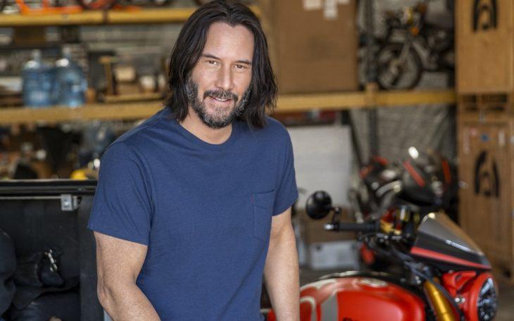 Keanu Reeves hace labores sociales en hospitales y asociaciones