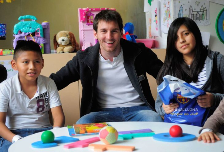 Lionel Messi ayuda a los niños