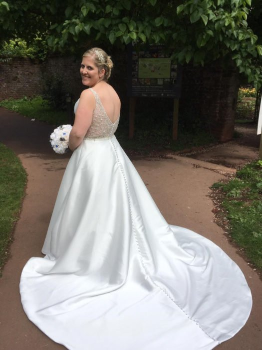Samantha Parramore compra vestido de novia tres tallas más chico para adelgazar