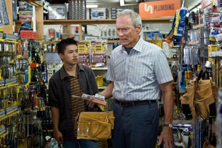 Clint Eastwood y Bee Vang como Walt Kowalski y Thao Vang en Gran Torino