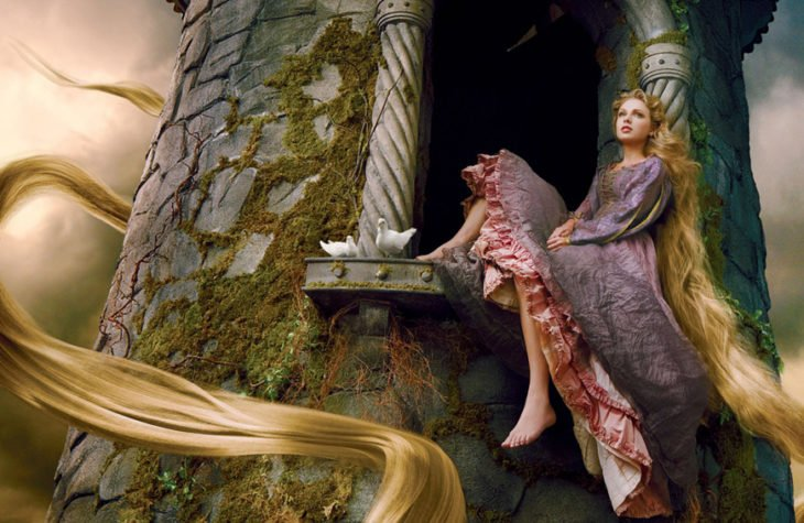 Taylor Swift como Rapunzel en Enredados