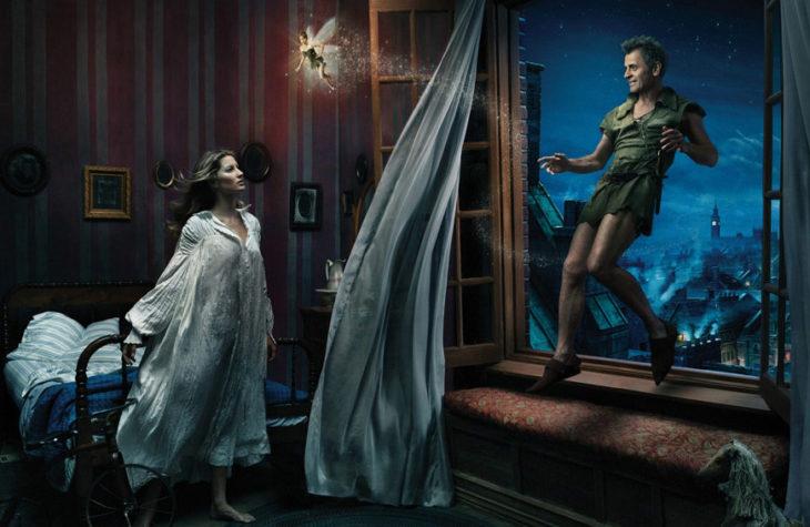 Gisele Bündchen, Tina Fey y Mikhail Baryshnikov como Wendy, Tinker Bell y Peter Pan