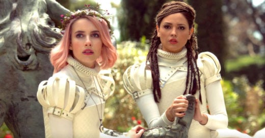 Eiza González y Emma Roberts juntas en la película 'Paradise Hills'