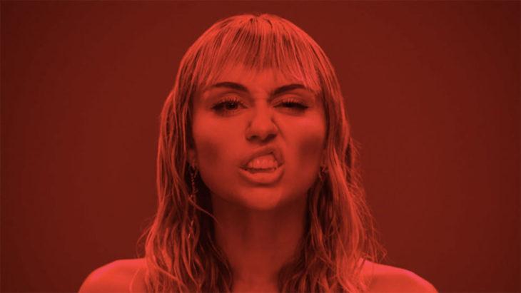 Nuevo video de Miley Cyrus desata polémica por alto contenido sexual