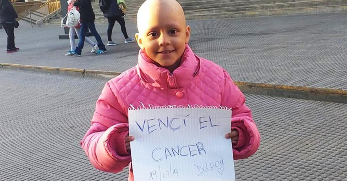 Niña se hace viral por publicar su batalla contra el cáncer en redes sociales