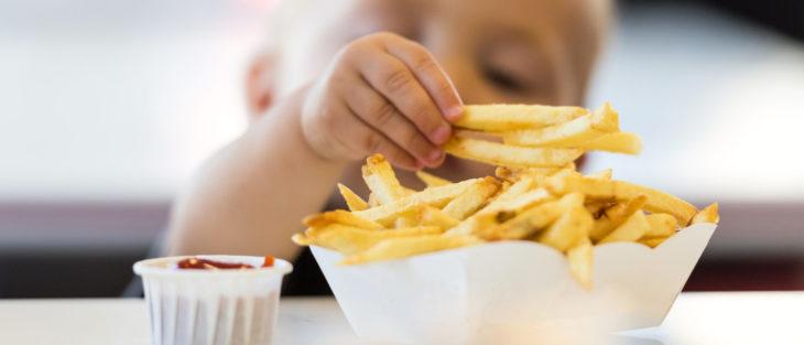 Los niños menores de dos años no deben comer papas fritas