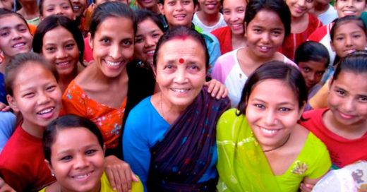 """La llaman la """"madre Teresa de Nepal"""", ha salvado a miles de niñas del tráfico sexual"""