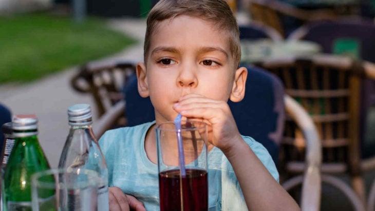 El refresco perjudica a los menores de dos años