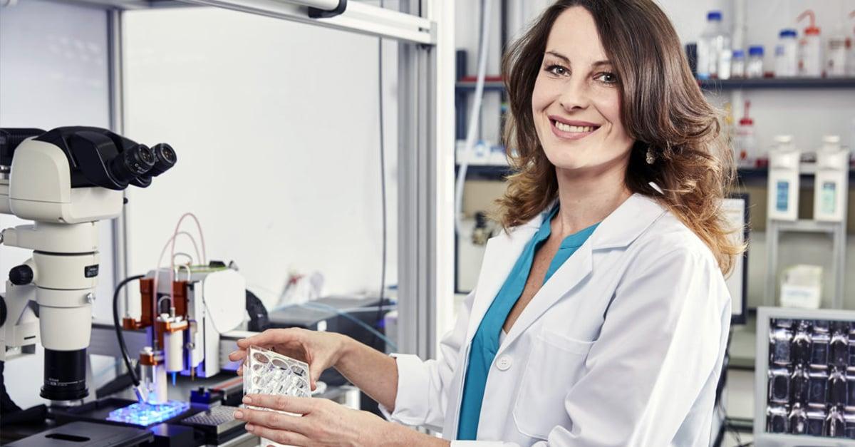 Universidad holandesa contratará solamente mujeres durante un año y medio