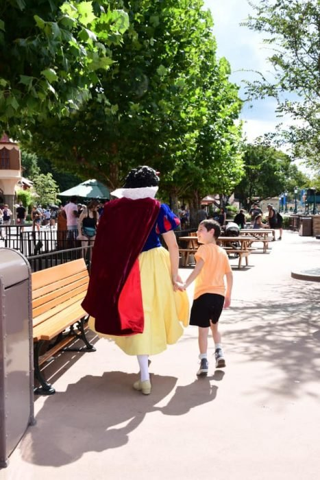 """después de superar la crisis en Disney World, Brody bailó y caminó con la """"princesa"""""""