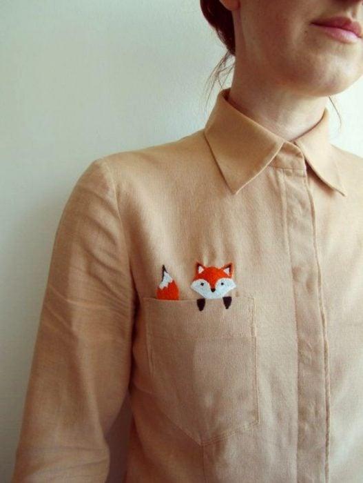 Blusas con estampados bonitos y kawaii; zorro bordado en la bolsa