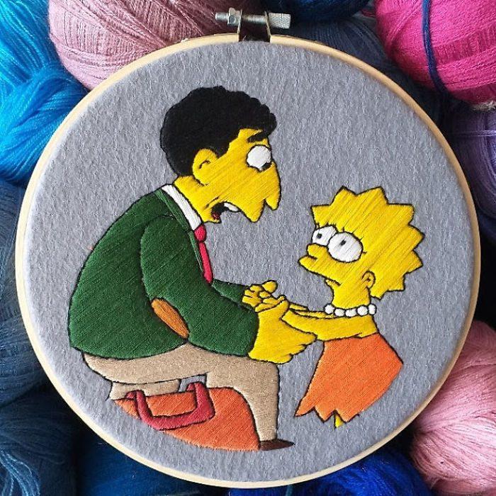 Bordado de Gabriela Martinez con escena de Los Simpson, Lisa Simpson despidiéndose de su profesor