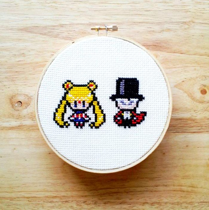 Bordado de Sailor Moon; Serena y Tuxedo Mask