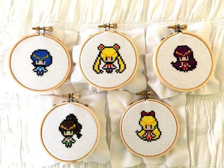 Bordado de Sailor Moon; Serena, Mercurio, Marte, Júpiter, Venus; Ami, Rei, Lita y Mina