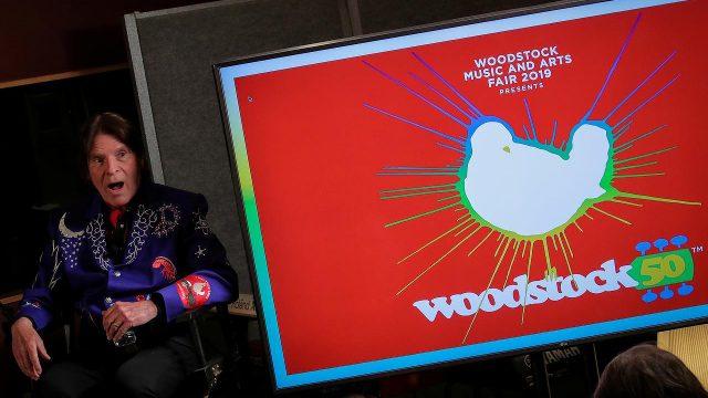 foto del anuncio del festival Woodstock 50